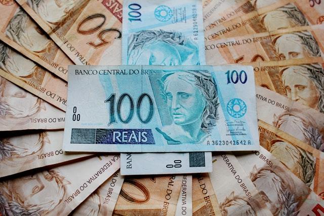 brazilské bankovky – modré na hnědých.jpg