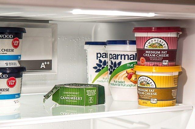 jogurty v lednici