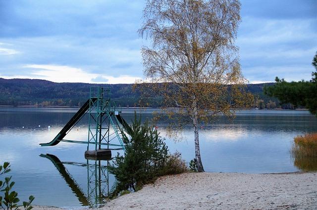 jezero v podvečer