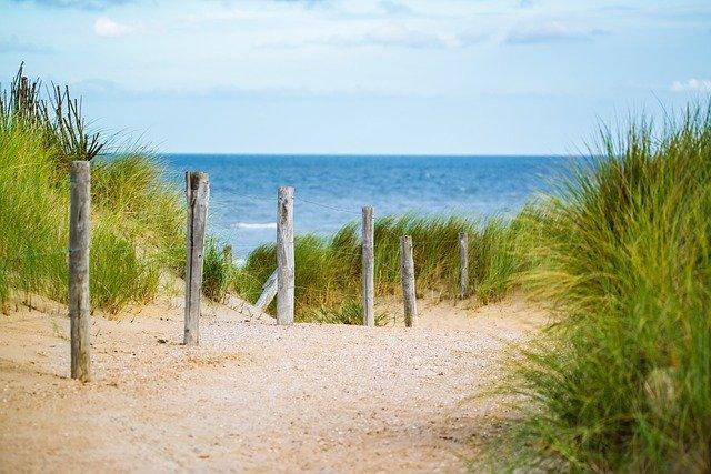 písečná cesta na pláž